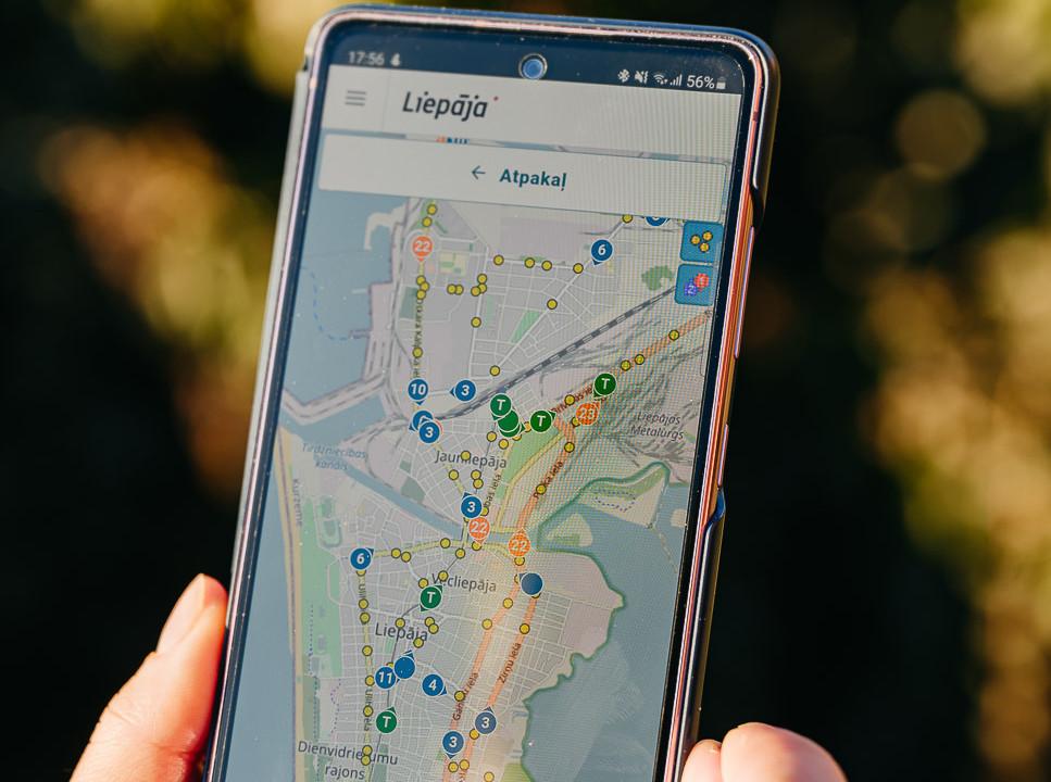 Tiešsaistes kartē var ērti sekot līdzi sabiedriskā transporta kustībai reāllaikā